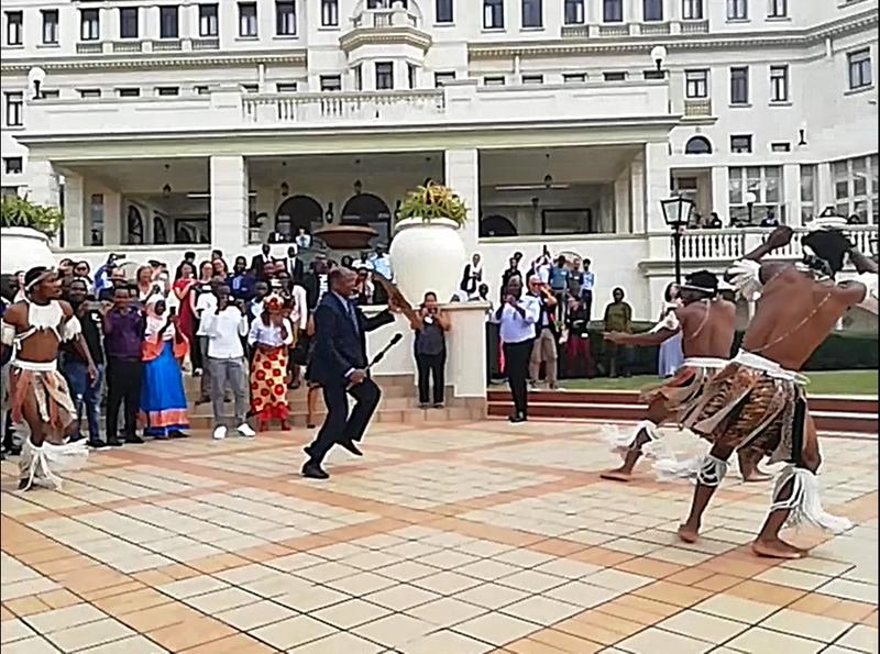 dialogue platform maputo former president dances