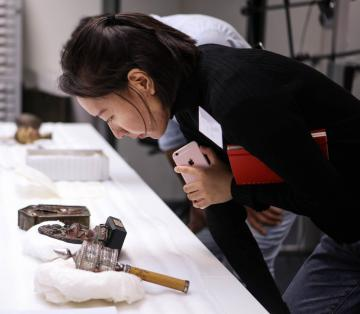 examining tibetan objects at the pitt rivers museum