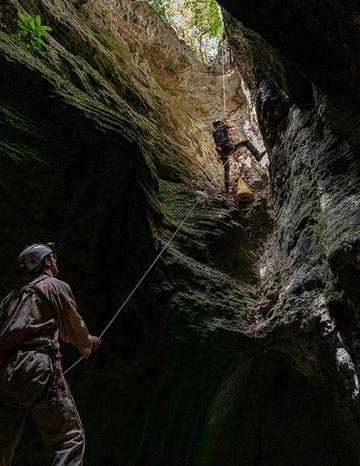the pppg cavers explore a new cave in gorongosa national park photo p nasrecki