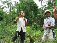 A Huaorani elder, sharing his botanical knowledge with a Maya specialist (L. Rival 2008)