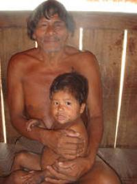 Panara elder with his grandson, Brazil 2007 (Photo by E. Ewart)